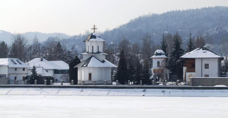 Sfânta Mănăstire Ostrov