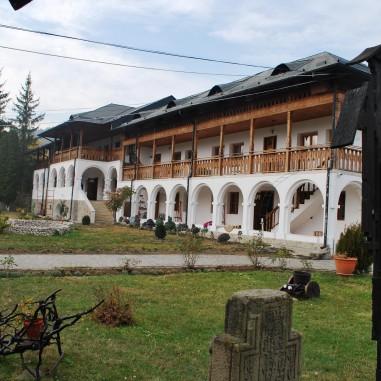 Chiliile Sfintei Mănăstiri Ostrov